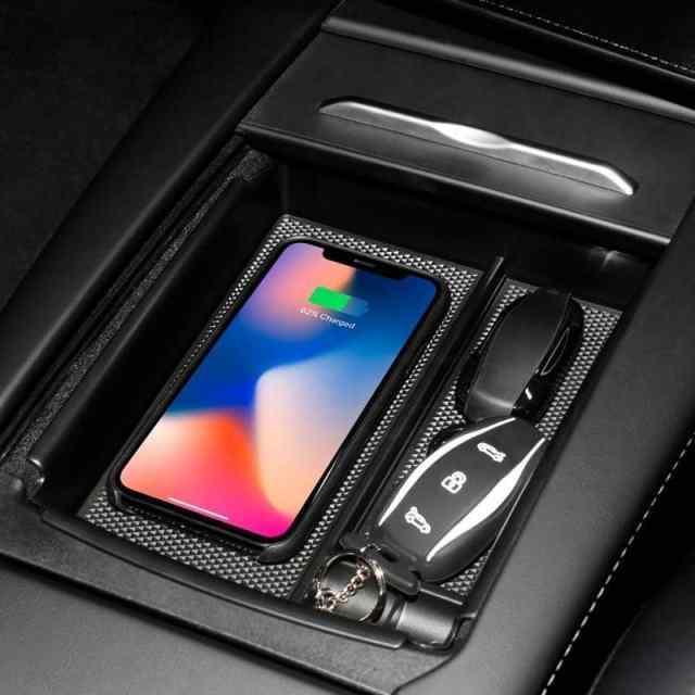В Tesla Model 3 появится функция беспроводной зарядки смартфона