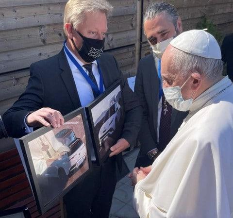 Папа Римский на встрече с Fisker
