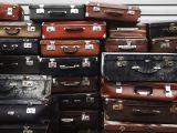 Z wakacyjną walizką do samolotu. Ile zapłacimy za bagaż rejestrowany w tanich liniach lotniczych?