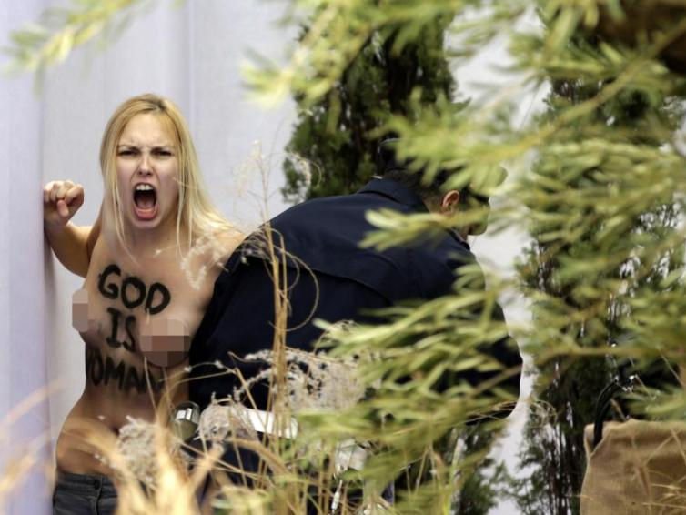 FEMEN 'kidnaps' Baby Jesus from the Vatican