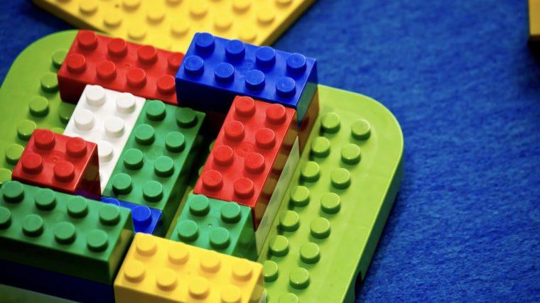 100均で知育!?1歳最初に選ぶブロック系アイテムとは☆