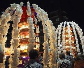 実は先祖の命日に行われる法要。幻想的でにぎやかなお祭り、東京池上本門寺「お会式」とは?
