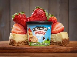 """גלידת עוגת גבינה ותות של בן אנד ג'ריס. צילום: יח""""צ"""