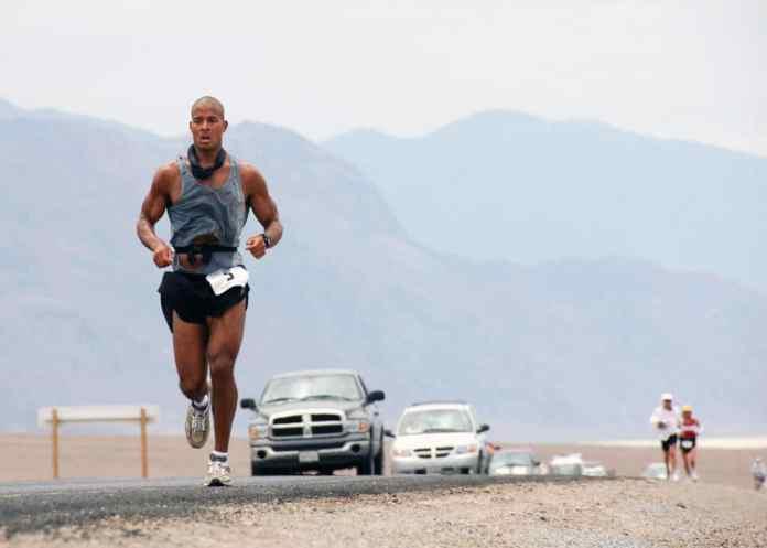 David Goggins running in the Dessert