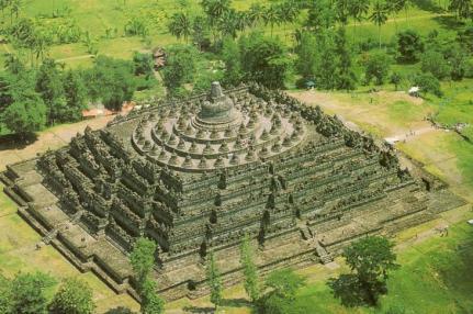 Borobudur en Java es el templo budista más grande del mundo