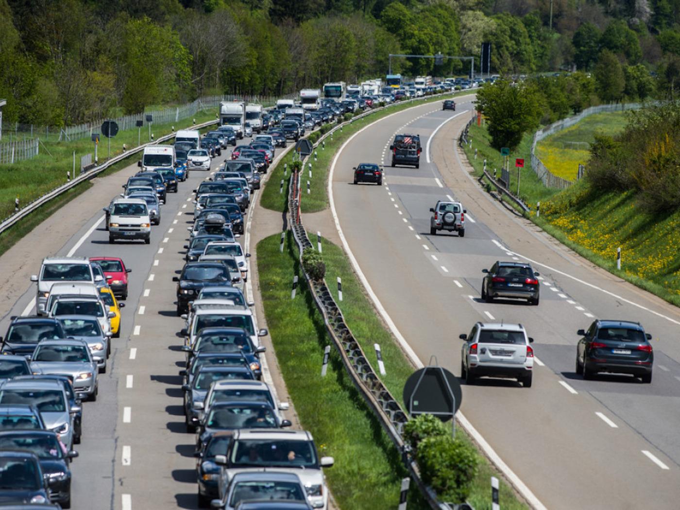 Der Heimweg dauert etwas länger: Vor dem Gotthard-Südportal auf der A2 staut sich der Rückreiseverkehr. (Archivbild)