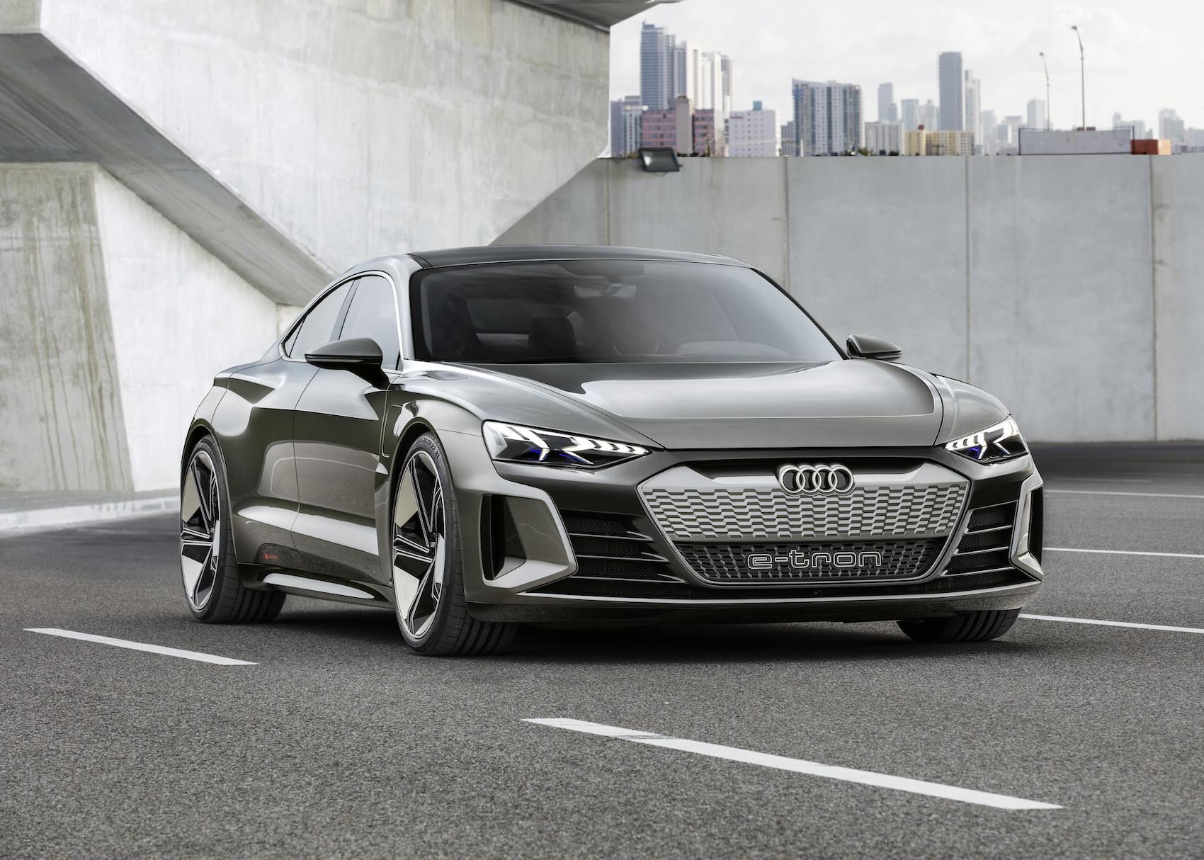 L'e-tron GT concept est entièrement électrique – avec les alvéoles RS sur la grille du radiateur. (AUDI)