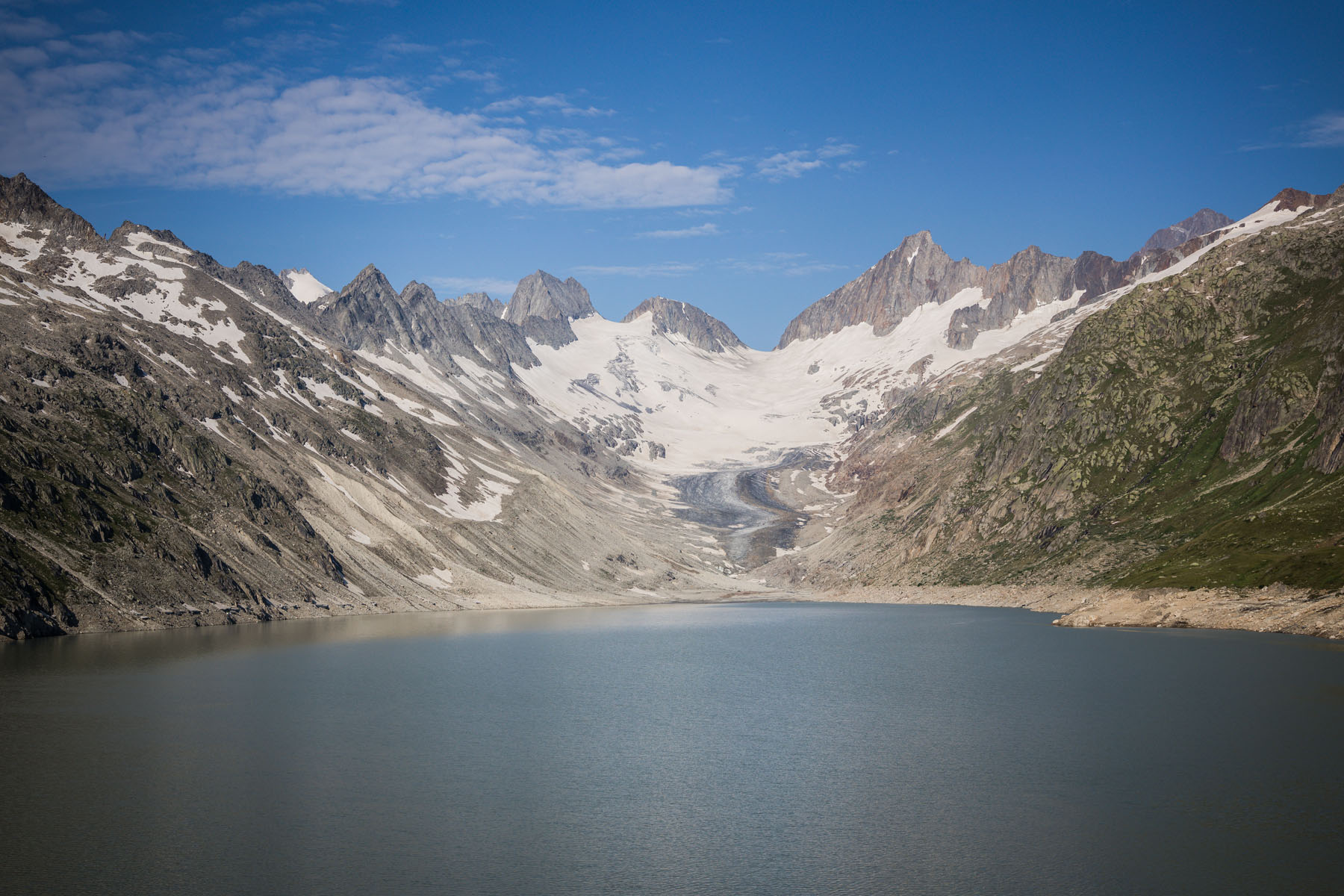 Der Oberaarsee unterhalb des Oberaargletschers ist der höchstgelegene Stausee im Quellgebiet der Aare in der Grimselwelt.
