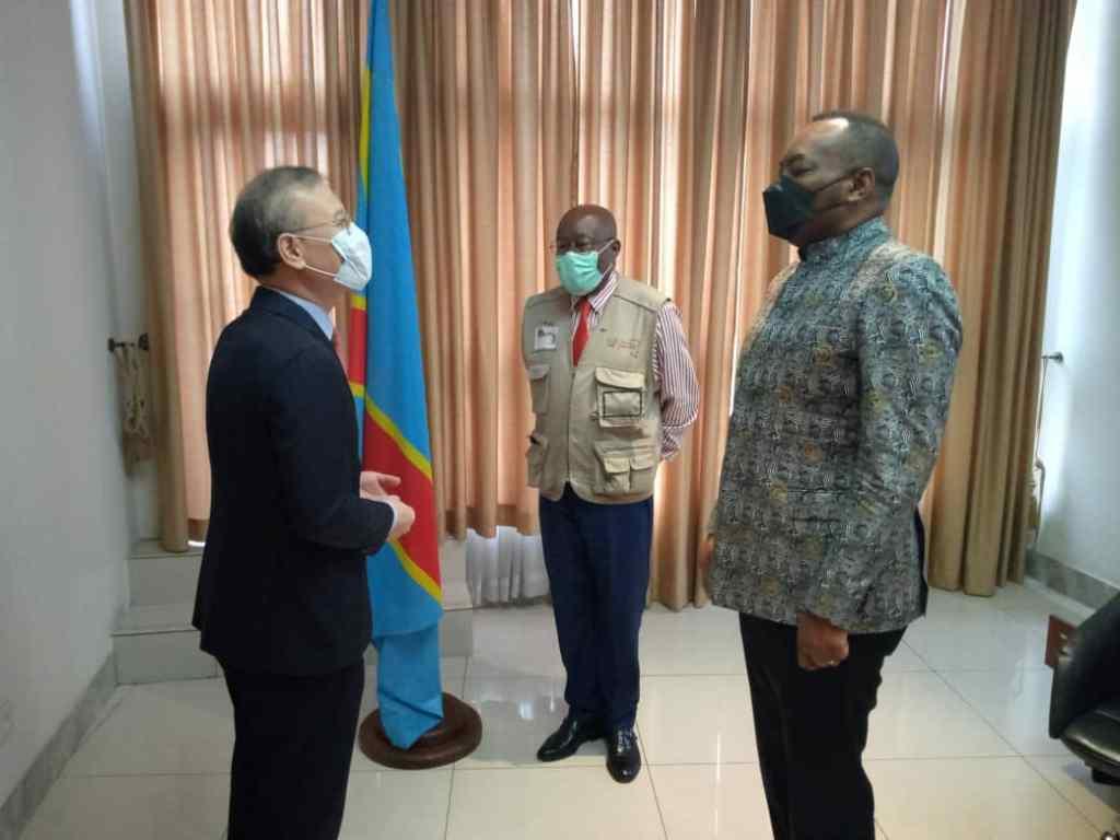 L'ambassadeur coréen chez le ministre de la santé, Eteni Longondo 2