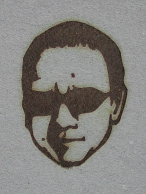 男性の顔の焼印