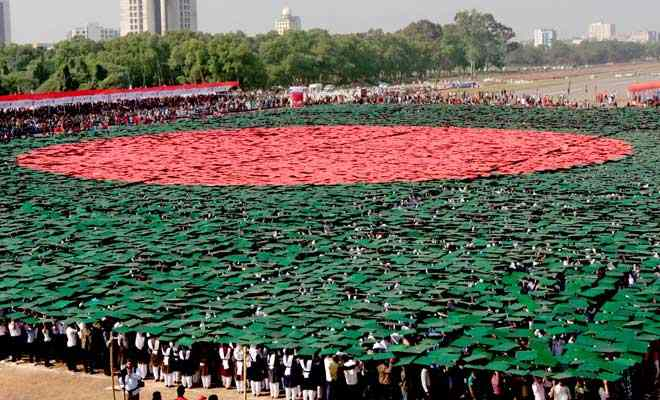 213647_largest_human_national_flag_Bangladesh