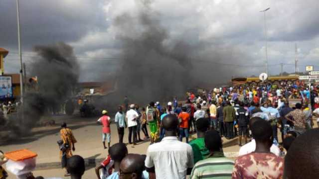 Mad Woman Caught With 3 AK-47 Rifles Burnt To Death in Lagos (WATCH VIDEO)  — eNewsdesk