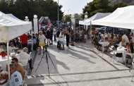 Ο Δήμος Σαλαμίνας έστησε «κορωνοπάρτι» έξω από το Δημαρχείο