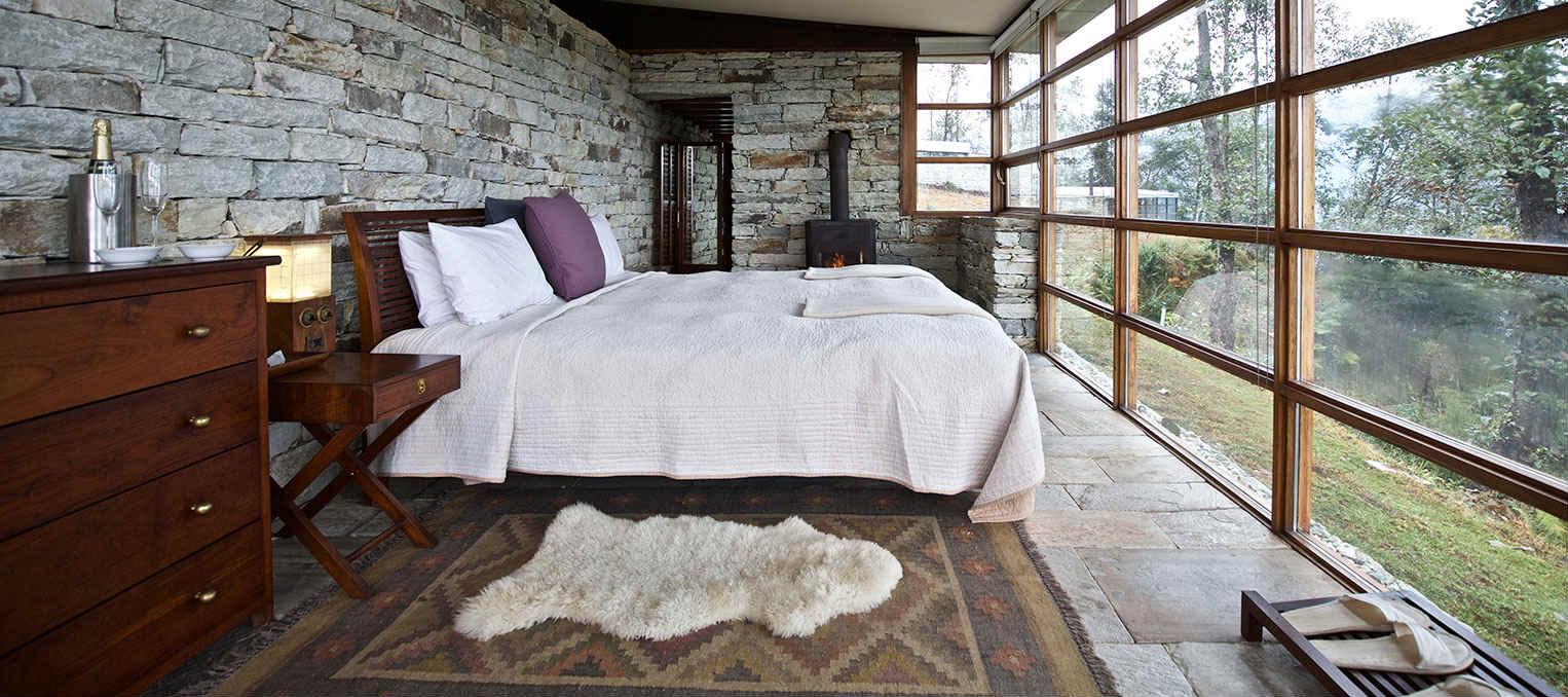 a bedroom at the Shaki 360 Hotel in Leti, Himalaya