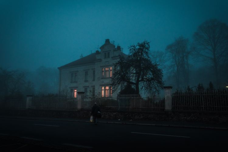 a haunted-looking house during a foggy evening