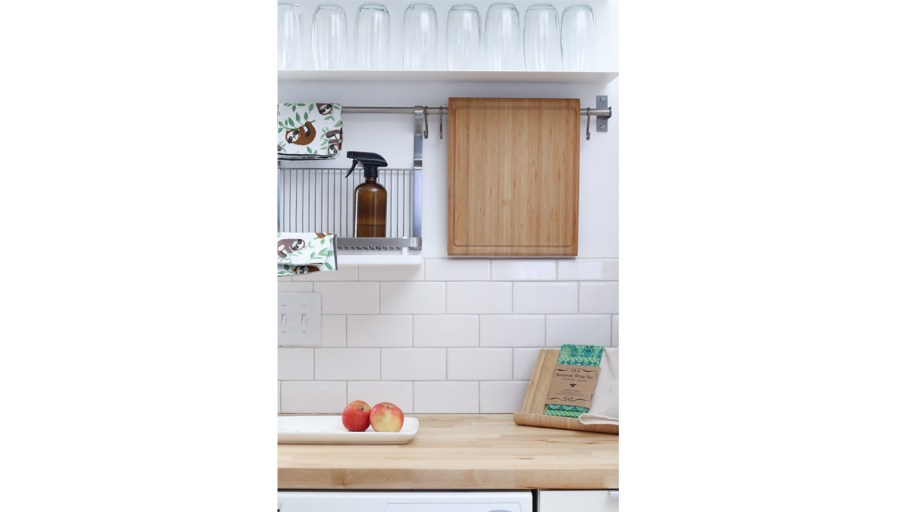A simple backspace, making your kitchen even cleaner.