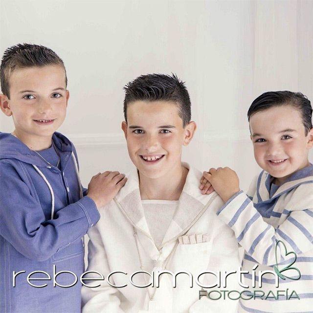 Cómo vestir a tres niños para una comunión