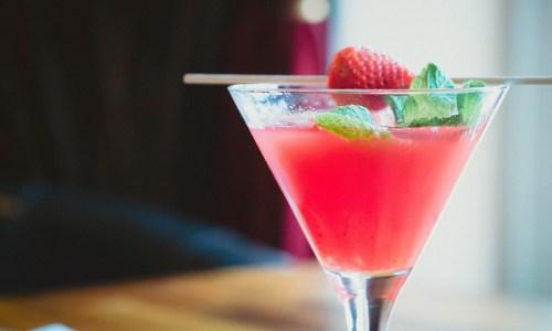 不動産広告の反応率を高めるカクテルパーティー効果とは?