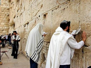 men_praying_at_western_wall_tb_n010200-300x225