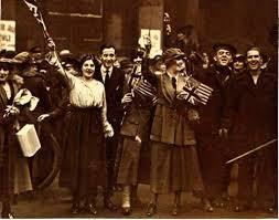 londoners-wave-flag-1918