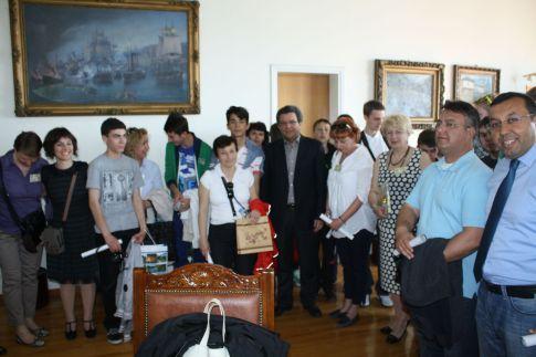 Το Δήμαρχο Βόλου Π.Σκοτινιώτη επισκέφθηκαν χθες μαθητές και εκπαιδευτικοί από την Τουρκία, τη Σλοβακία, τη Βουλγαρία, την Πολωνία, τη Γερμανία και την Ελλάδ