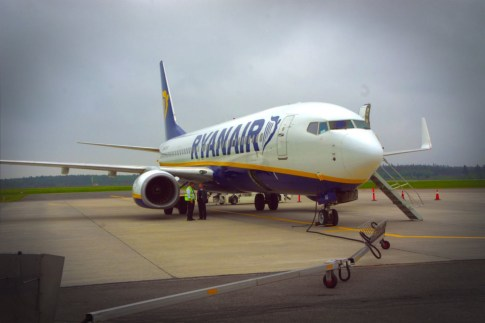 Έντονες αντιδράσεις μεταξύ των τουριστικών φορέων της Μαγνησίας προκάλεσε η ανακοίνωση της αεροπορικής εταιρείας Ryanair, ότι από 17 Σεπτεμβρίου φέτος θα διακόψει τις πτήσεις προς το αεροδρόμιο Κεντρικής Ελλάδας (Ν. Αγχίαλος)