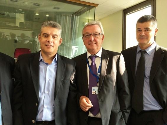 O κ. Αγοραστός με τον υπεύθυνο της επιτροπής κ. Matthieu Grosh (δεξιά) και το στέλεχος του υπουργείου Ανάπτυξης.