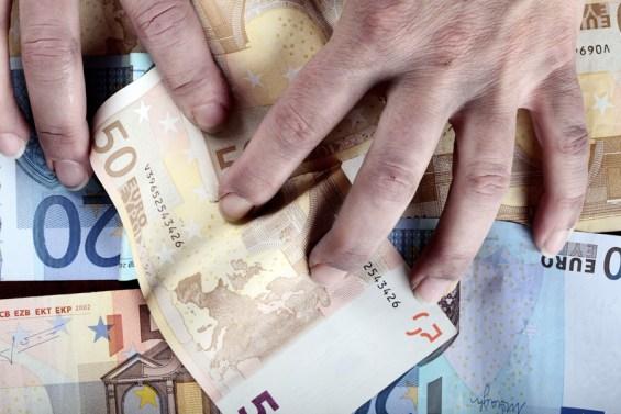 χέρι χρήματα