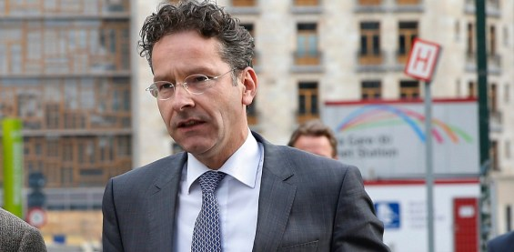 epa04782023 The head of the Eurogroup of finance ministers, Jeroen Dijsselbloem (C), arrives at EU commission headquarters in Brussels, Belgium, 03 June 2015. Others are not identified. Greek Prime Minister Alexis Tsipras meets European Commission President Jean-Claude Juncker in Brussels amid intense media speculation in Athens that a breakthrough is imminent in the country's bailout saga. The head of the Eurogroup of finance ministers, Jeroen Dijsselbloem is also set to join the meeting, underlining hopes that a compromise deal between Athens and its international creditors is taking shape.  EPA/JULIEN WARNAND