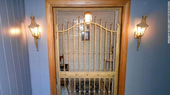 150730102555-crypt-1-gate-exlarge-169
