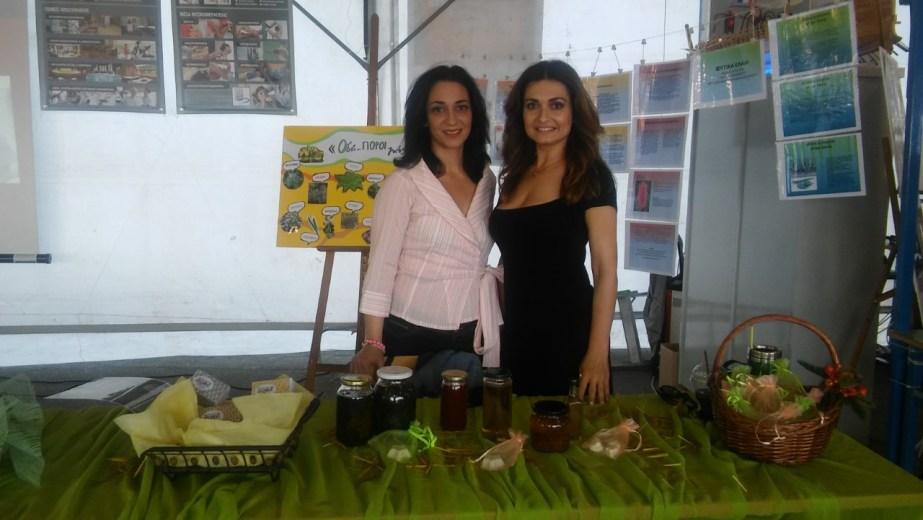 Οι δύο γυναίκες και συνάμα μητέρες Δήμητρα Πετρακάκη  και Ευδοξία Παπαδημητρίου φοίτησαν φέτος στην ειδικότητα «Βοηθών Φαρμακείου» του  τομέα υγείας πρόνοιας και ευεξίας  του 1ου ΕΠΑΛ Ν. Ιωνίας