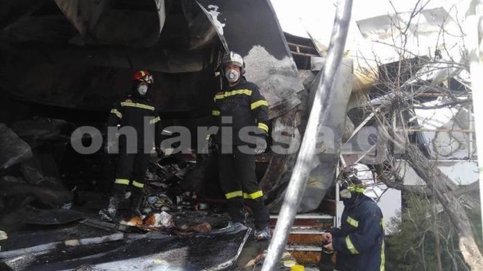 Τεράστιες καταστροφές από φωτιά σε τυροκομείο έξω από την Λάρισα