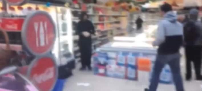 Εισβολή του Ρουβίκωνα σε σούπερ μάρκετ στα Πετράλωνα