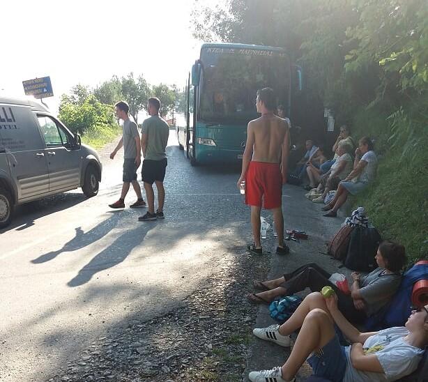 Άη Γιάννης-Βόλος 5,5 ώρεςμε λεωφορείο του ΚΤΕΛ …Λόγω παράνομα σταθμευμένων αυτοκινήτων