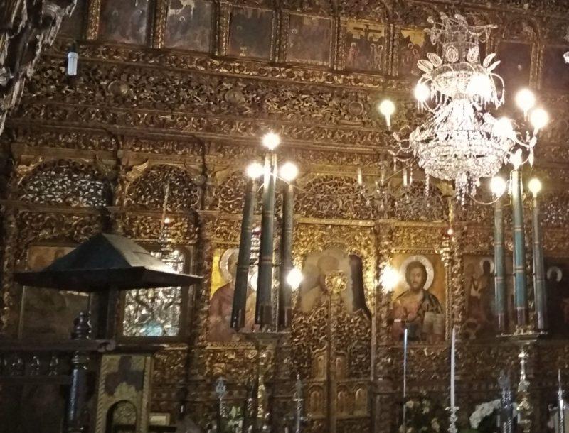 Εντυπωσιάζει το ξυλόγλυπτο τέμπλο του Αγίου Γεωργίου Ζαγοράς