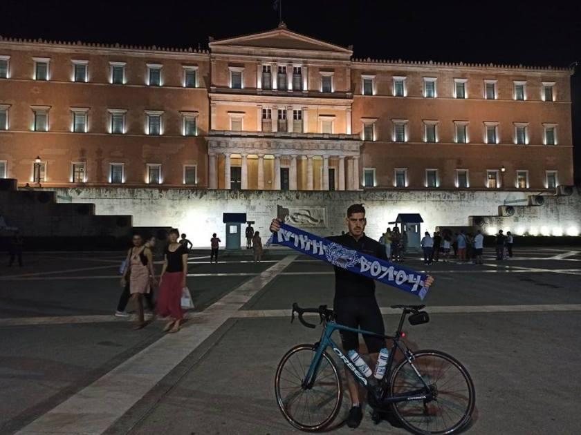 Ο Βολιώτης Άγγελος Κριτσιώτης έφτασε με το ποδήλατό του στην Αθήνα (photos, video)