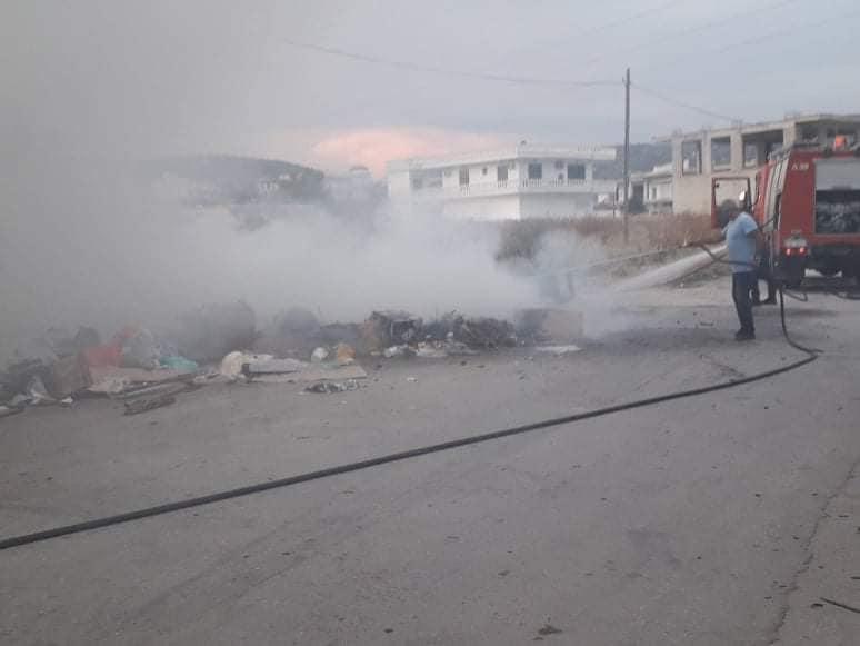 Φωτιά σε σκουπίδια στο Αλιβέρι (photos)