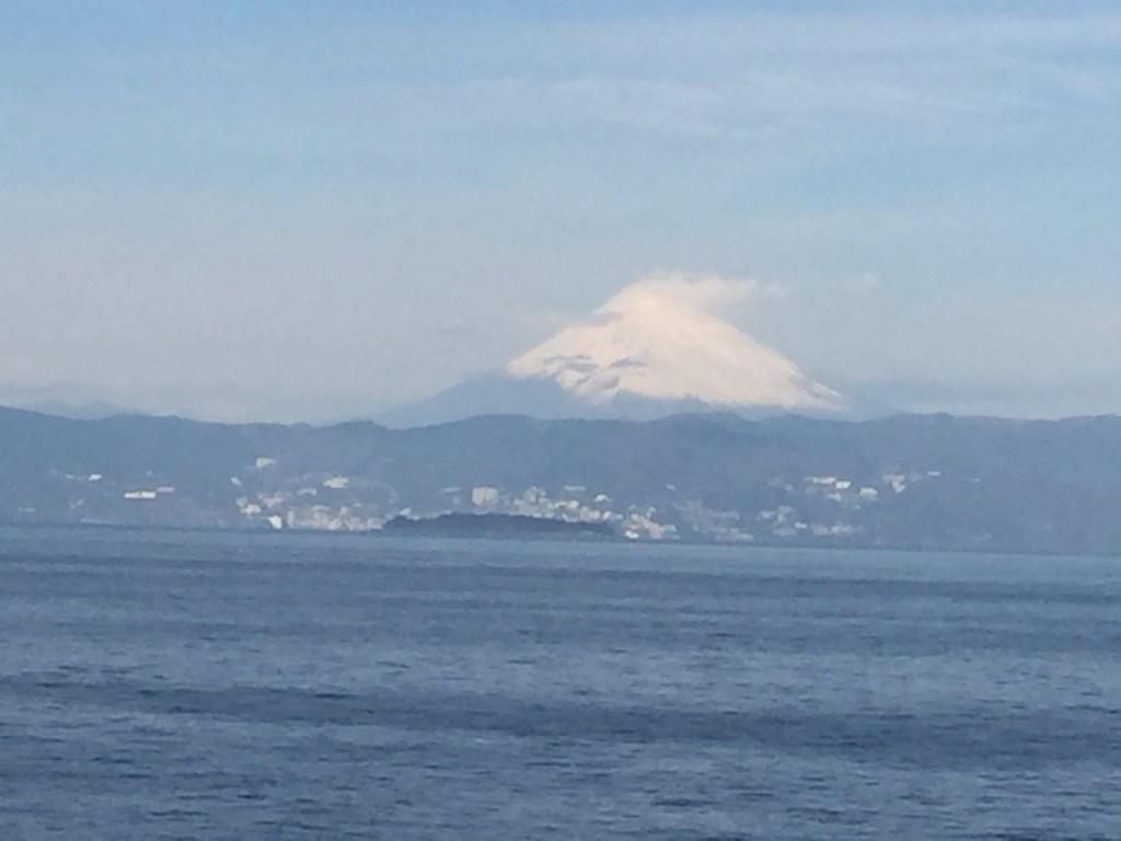 海上から見る富士山