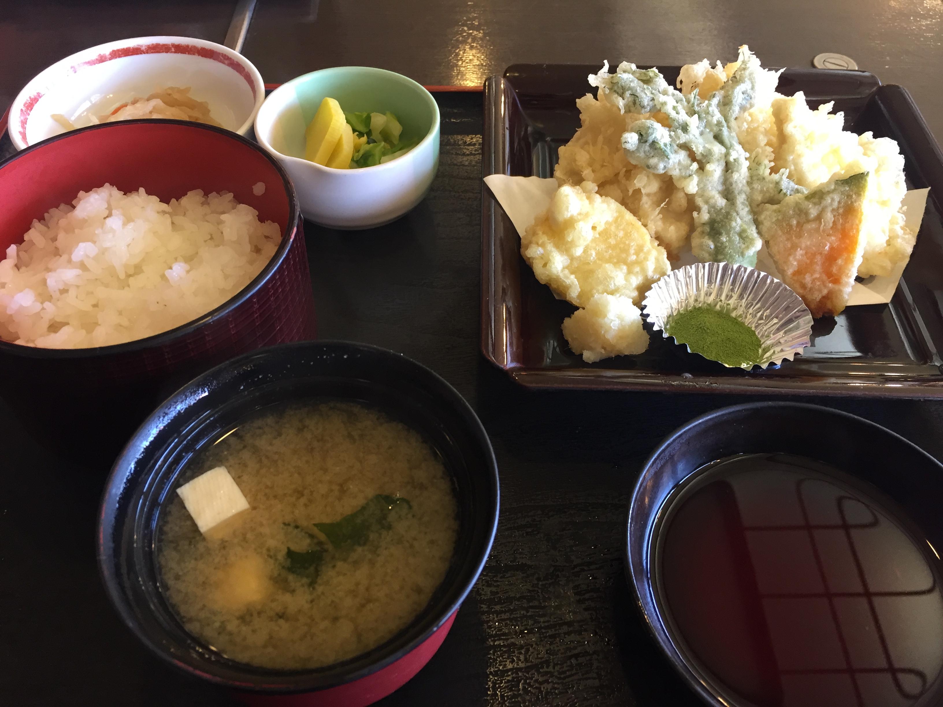 錦谷ナマズの天ぷら定食
