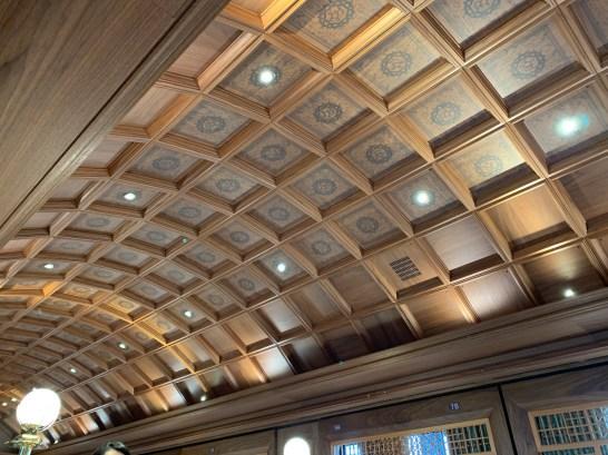 ロイヤルエクスプレスレストランの天井