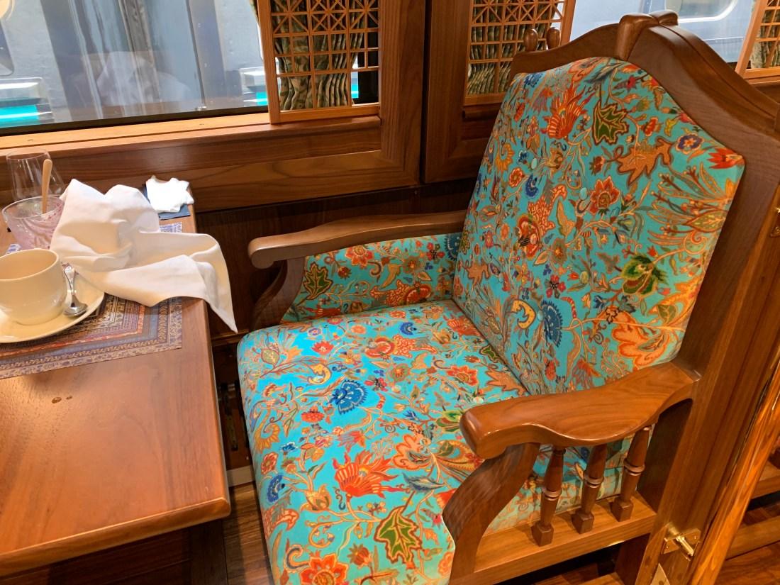 ロイヤルエクスプレスレストランの椅子