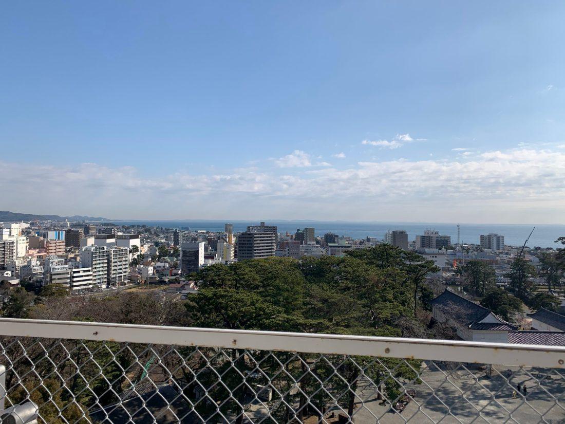 小田原城天守閣から三浦半島方面