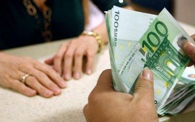 Βρήκε 100 ευρώ στο πάτωμα, δεν τα παρέδωσε και καταδικάστηκε για κλοπή