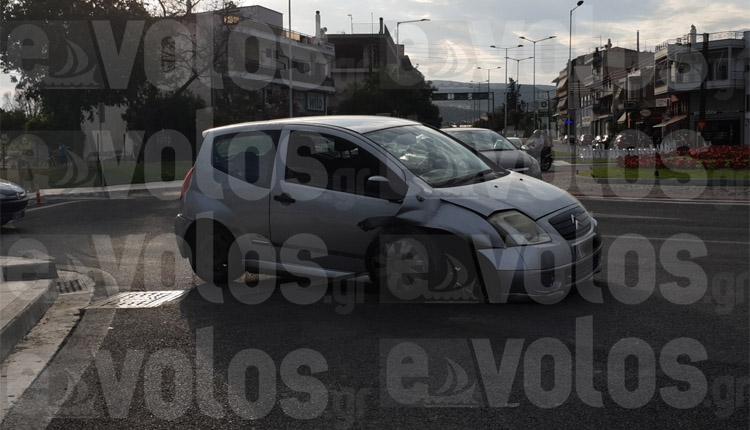 ΦΩΤΟ: Νέα τράκα στο Βόλο, αυτή τη φορά στον κόμβο Διμηνίου!
