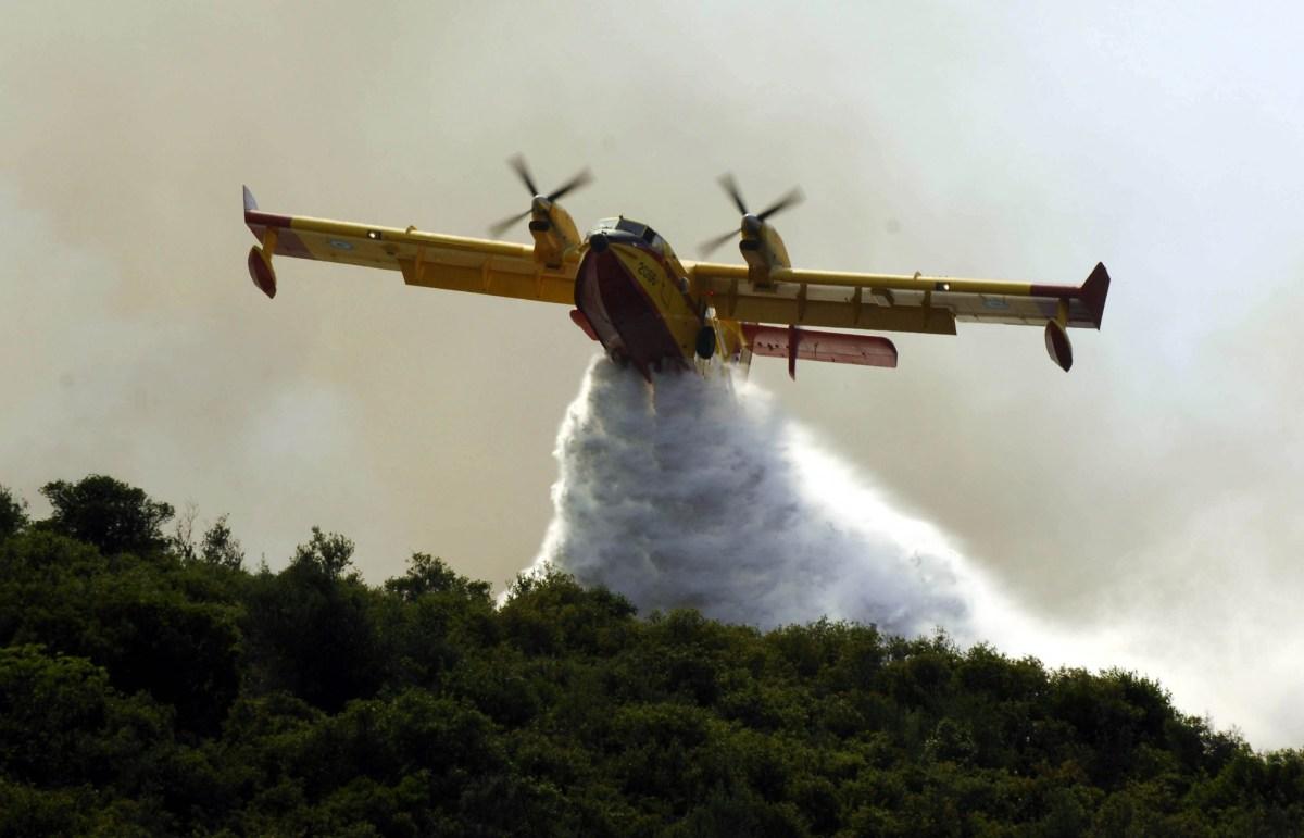 ΣΥΝΑΓΕΡΜΟΣ: Μεγάλη πυρκαγιά στη Σκοπέλο - Σηκώθηκαν αεροπλάνα