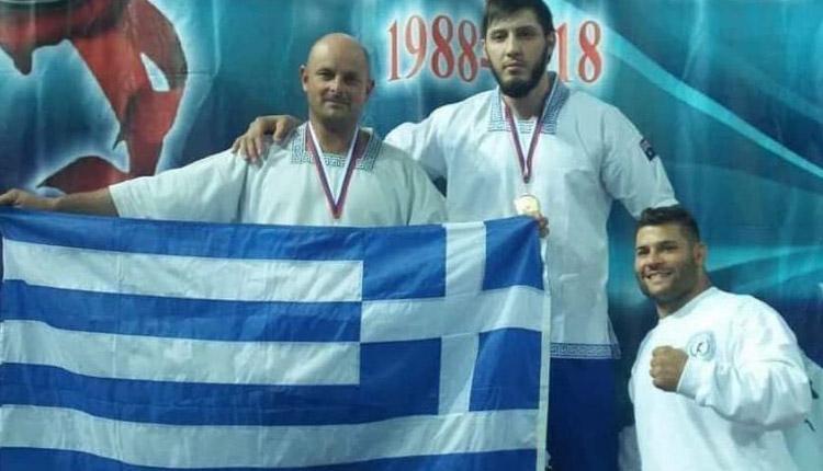 ΠΑΓΚΡΑΤΙΟ: Ο Αλ. Καράμπελας από το Αχίλλειο Μαγνησίας που σήκωσε τη γαλανόλευκη στη Μόσχα