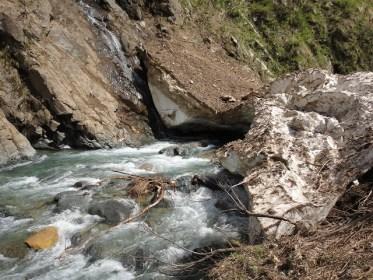 渓流・源流釣りの始め方【沢歩き&イワナ餌釣り】編:『 山岳渓流釣りの足回り』