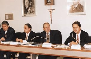 ESTREIA Eduardo Campos (à dir.), ao lado dos senadores Roberto Requião, Geraldo Melo e Bernardo Cabral, em reunião da CPI dos Precatórios. Fantasma revivido  (Foto: Carlos Moura/CB/D.A Press )