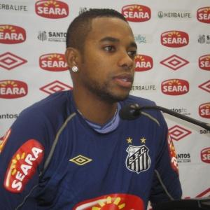 Robinho concedeu a primeira entrevista coletiva após a eliminação do Brasil na Copa do Mundo