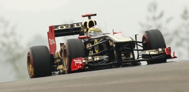 Bruno Senna acelera sua Renault, que passará a se chamar Lotus em 2012